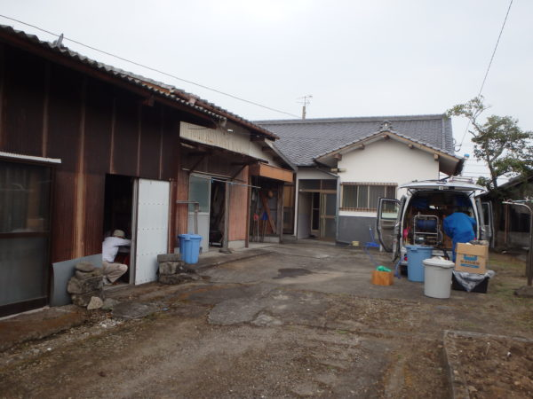 宇佐市の倉庫でのシロアリ駆除